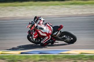 2019-Ducati-Hypermotard-950-SP-25