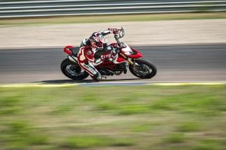 2019-Ducati-Hypermotard-950-SP-27