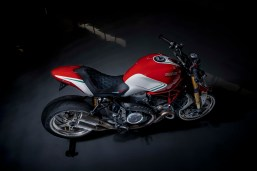 Ducati-Monster-1200-Tricolore-Motovation-09