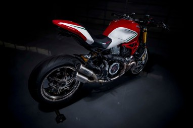 Ducati-Monster-1200-Tricolore-Motovation-12