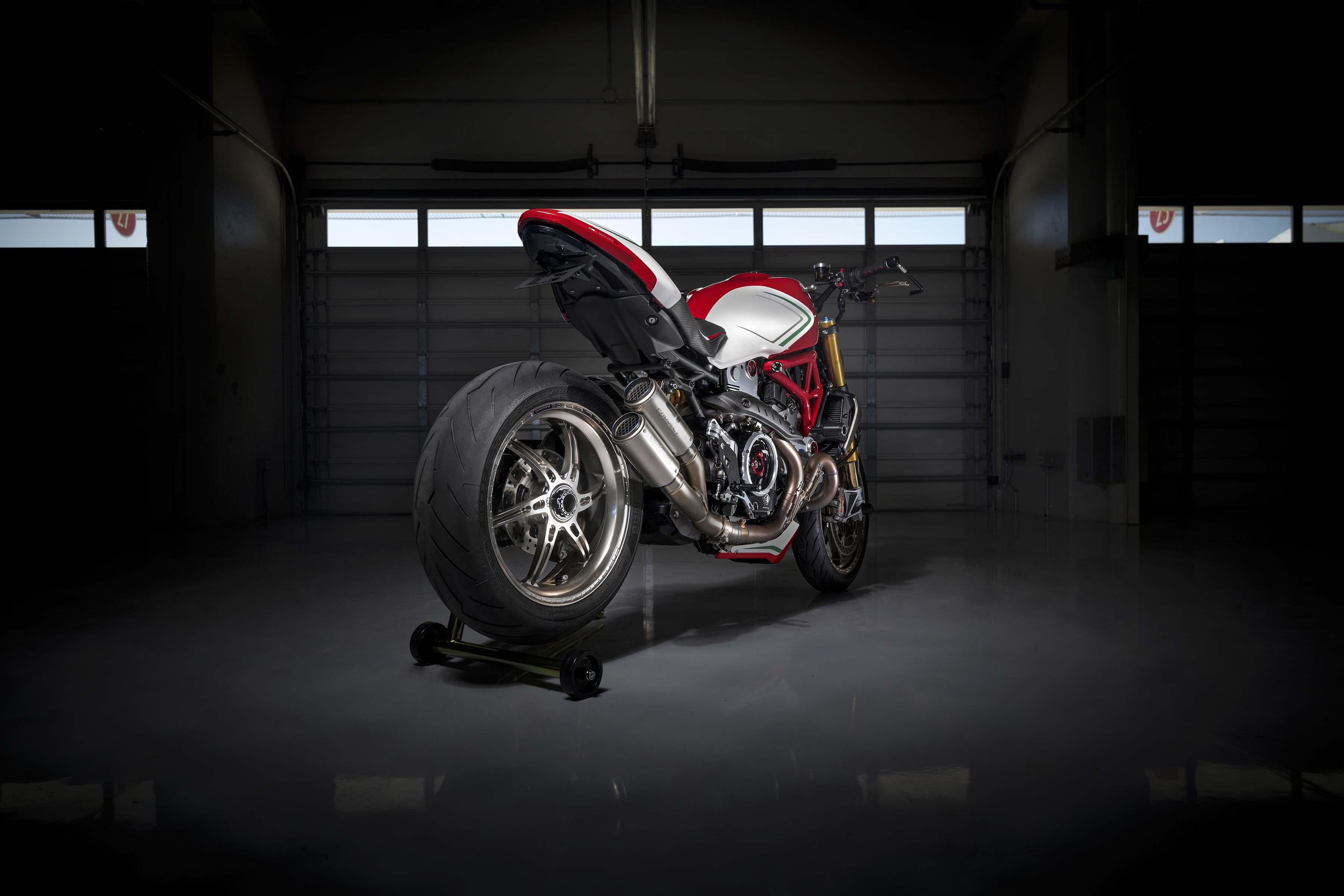 Ducati-Monster-1200-Tricolore-Motovation