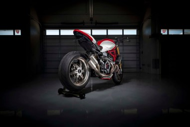 Ducati-Monster-1200-Tricolore-Motovation-26