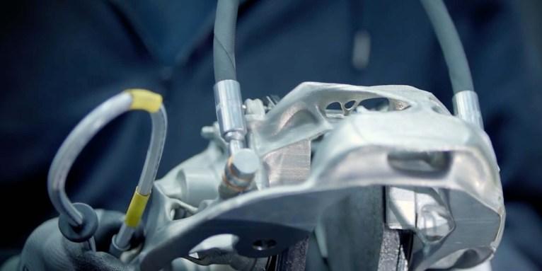 Bugatti-titanium-3d-printed-brake-caliper-04