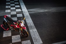 2019-Ducati-Hypermotard-950-SP-press-launch-static-03