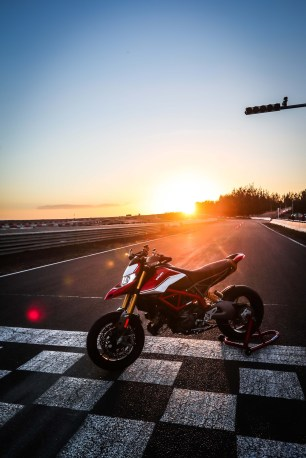 2019-Ducati-Hypermotard-950-SP-press-launch-static-04