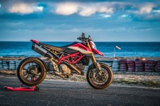 2019-Ducati-Hypermotard-950-SP-press-launch-static-05