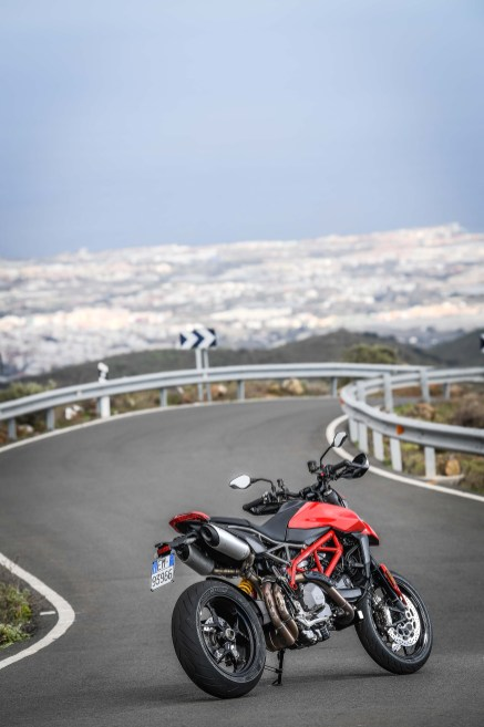 2019-Ducati-Hypermotard-950-press-launch-static-18