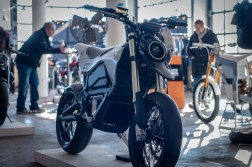 Huge-Design-Zero-FX-custom-One-Moto-Show-02