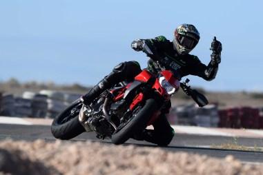Ruben-Xaus-Ducati-Hypermotard-950-slide-11