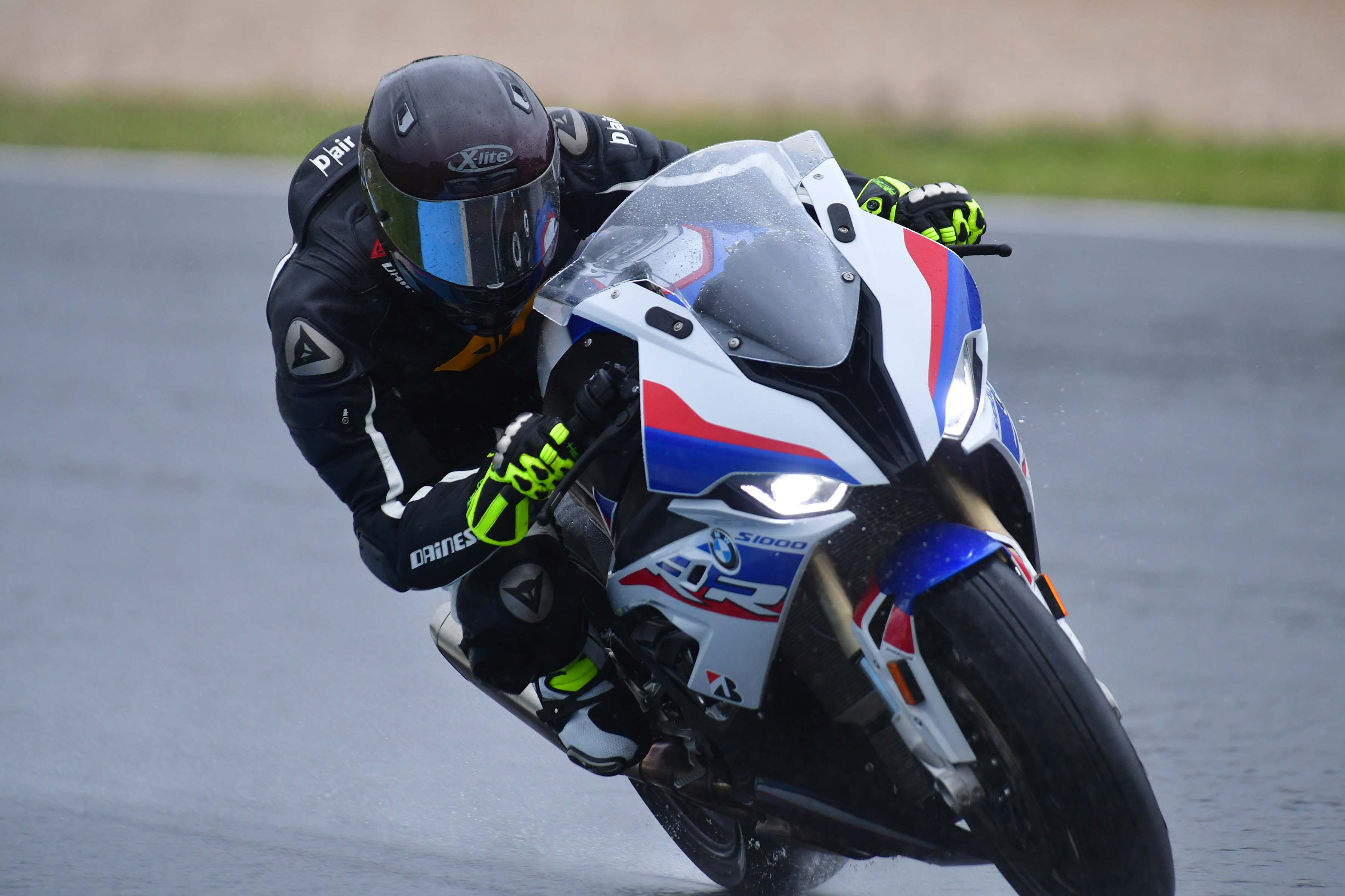 Fantastic What Its Like To Ride The 2019 Bmw S1000Rr A Wet Review Spiritservingveterans Wood Chair Design Ideas Spiritservingveteransorg