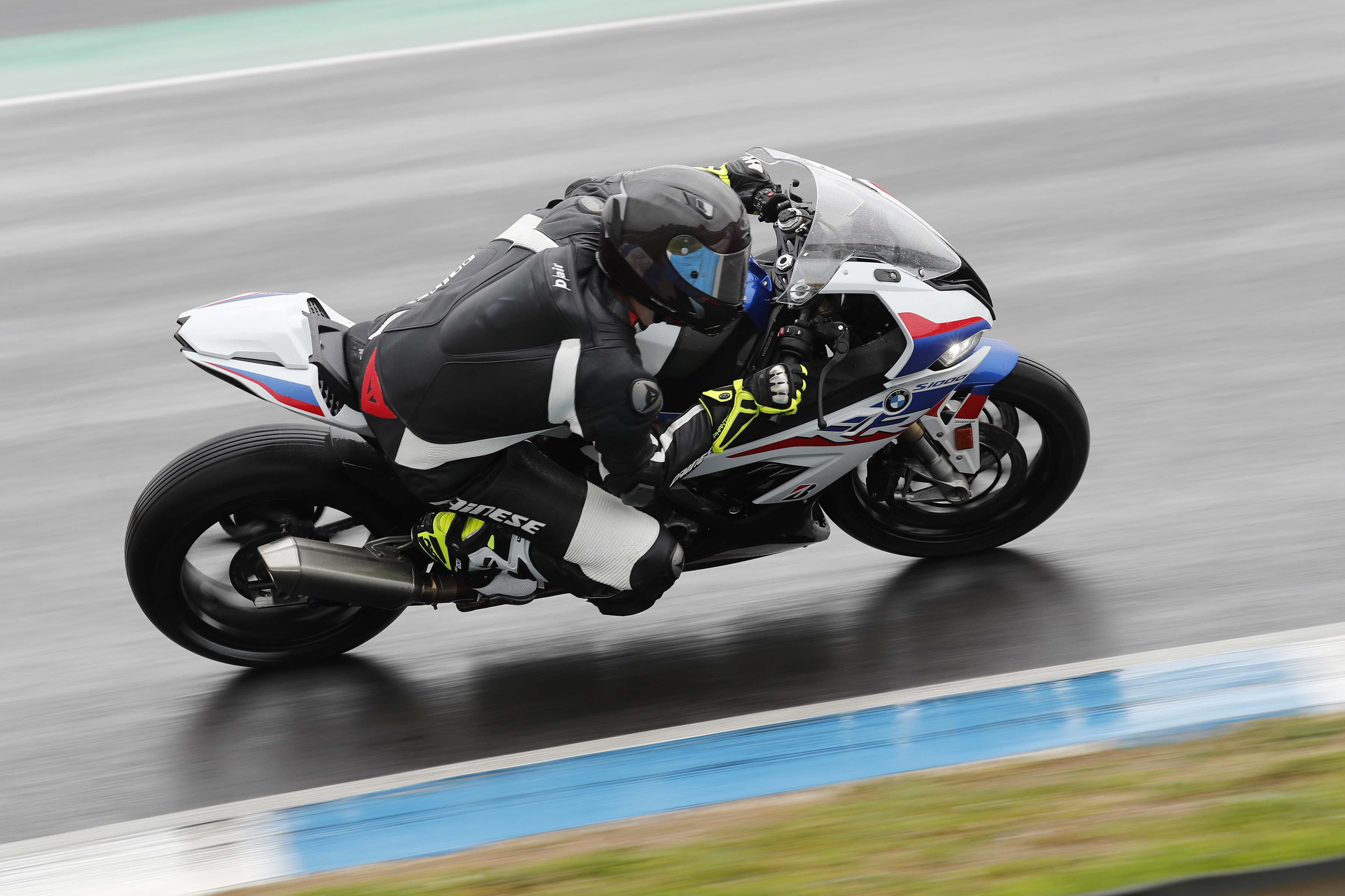 What Its Like to Ride the 2019 BMW S1000RR, A Wet Review