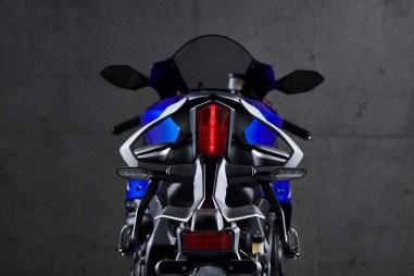 2020-Yamaha-YZF-R1-15