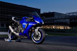 2020-Yamaha-YZF-R1-24