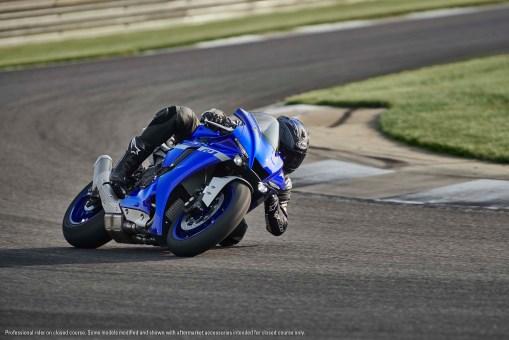 2020-Yamaha-YZF-R1-28