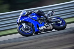 2020-Yamaha-YZF-R1-36