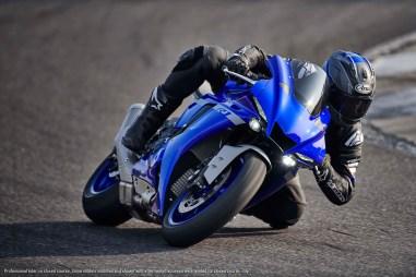 2020-Yamaha-YZF-R1-41