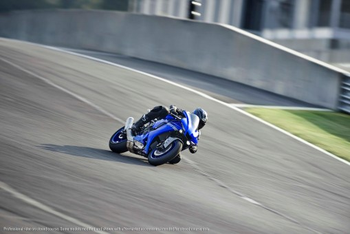 2020-Yamaha-YZF-R1-42