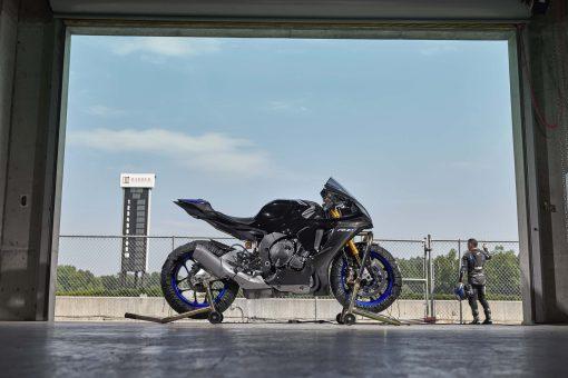 2020-Yamaha-YZF-R1M-30