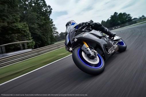 2020-Yamaha-YZF-R1M-41