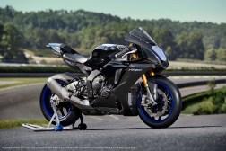 2020-Yamaha-YZF-R1M-47
