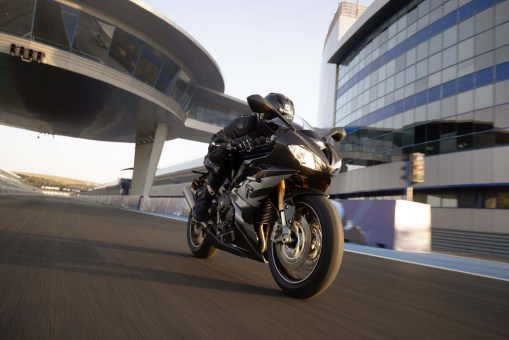 Triumph-Daytona-Moto2-765-01