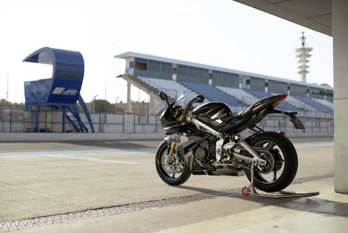 Triumph-Daytona-Moto2-765-09