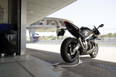 Triumph-Daytona-Moto2-765-10