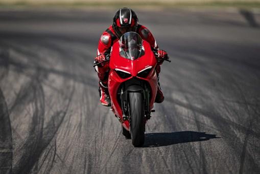 2020-Ducati-Panigale-V2-06