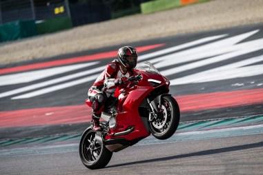 2020-Ducati-Panigale-V2-22