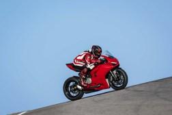 2020-Ducati-Panigale-V2-25