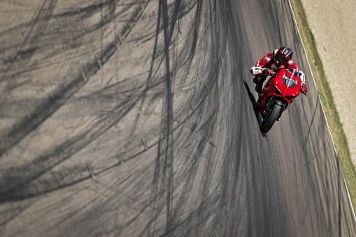 2020-Ducati-Panigale-V2-31