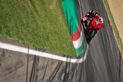 2020-Ducati-Panigale-V2-32
