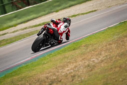 2020-Ducati-Panigale-V2-39