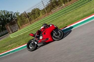 2020-Ducati-Panigale-V2-43
