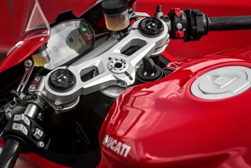 2020-Ducati-Panigale-V2-45