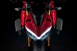 2020-Ducati-Streetfighter-V4-19