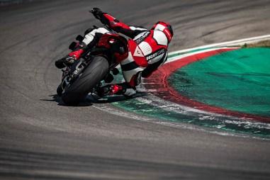 2020-Ducati-Streetfighter-V4-32