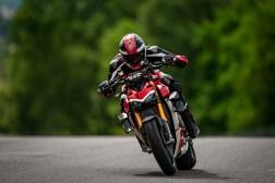 2020-Ducati-Streetfighter-V4-38