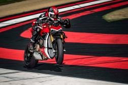 2020-Ducati-Streetfighter-V4-48