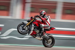2020-Ducati-Streetfighter-V4-52