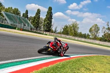 2020-Ducati-Streetfighter-V4-54