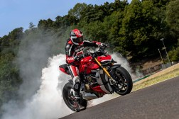 2020-Ducati-Streetfighter-V4-57