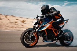 2020-KTM-1290-Super-Duke-R-prototype-teaser-05
