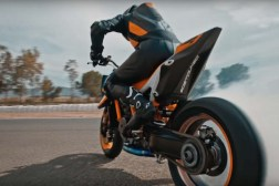 2020-KTM-1290-Super-Duke-R-prototype-teaser-11