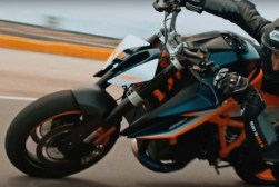 2020-KTM-1290-Super-Duke-R-prototype-teaser-13