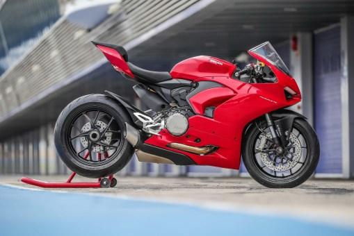 2020-Ducati-Panigale-V2-Jerez-launch-08