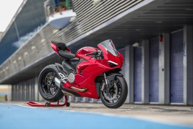 2020-Ducati-Panigale-V2-Jerez-launch-11