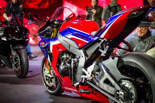 2020-Honda-CBR1000RR-R-01