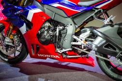 2020-Honda-CBR1000RR-R-17