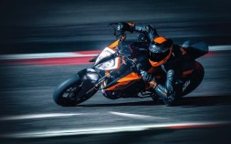 2020-KTM-1290-Super-Duke-R-01